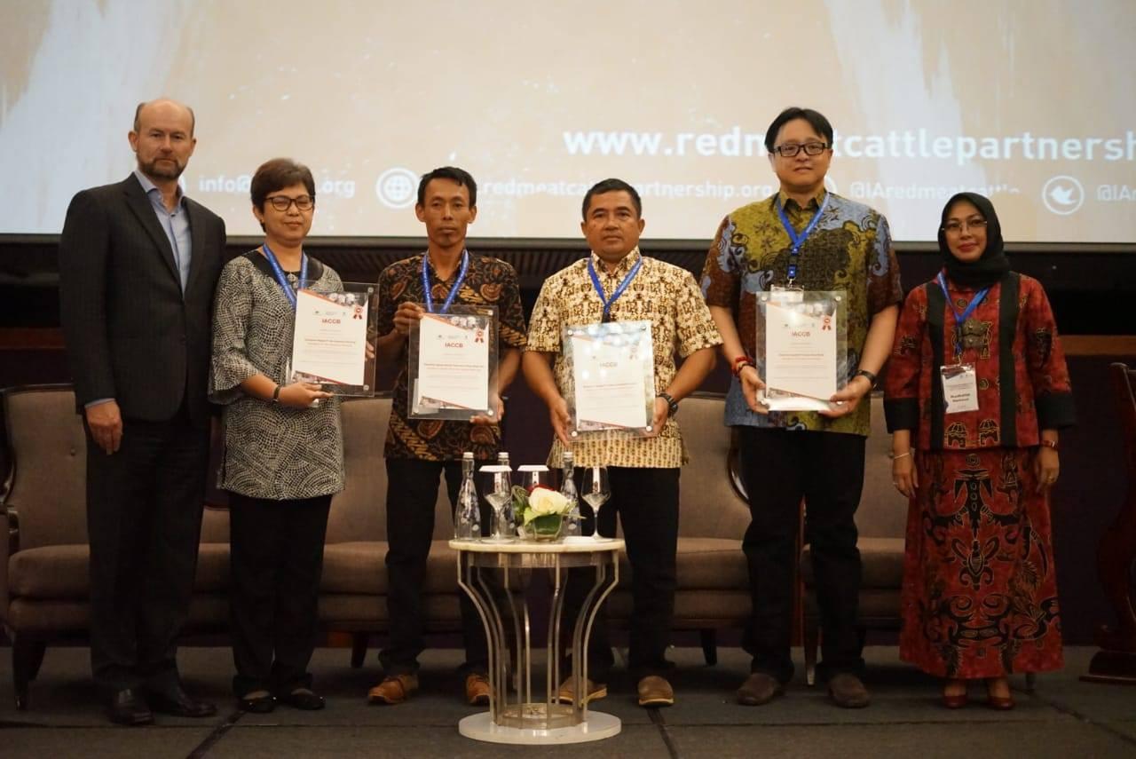 ACCB Program awarded Certificates of Achievement in becoming commercially sustainable to its 4 partners: PT Buana Karya Bhakti, PT Kalteng Andinipalma Lestari, SPR Mega Jaya, and PT Bio Nusantara Teknologi.