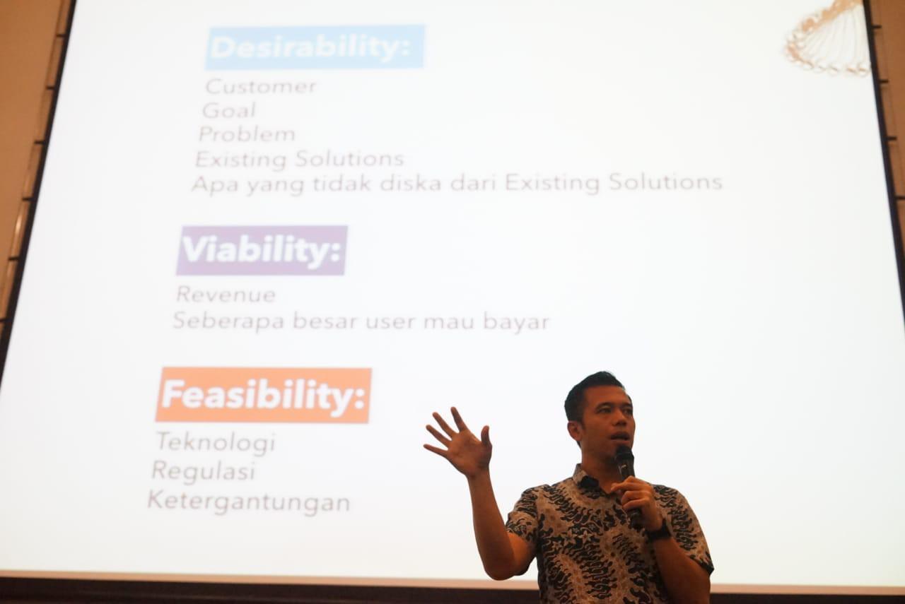 Indra Purnama dari Angel.id berbagi aspek-aspek yang harus diperhatikan ketika mengembangkan sebuah solusi berbasis teknologi