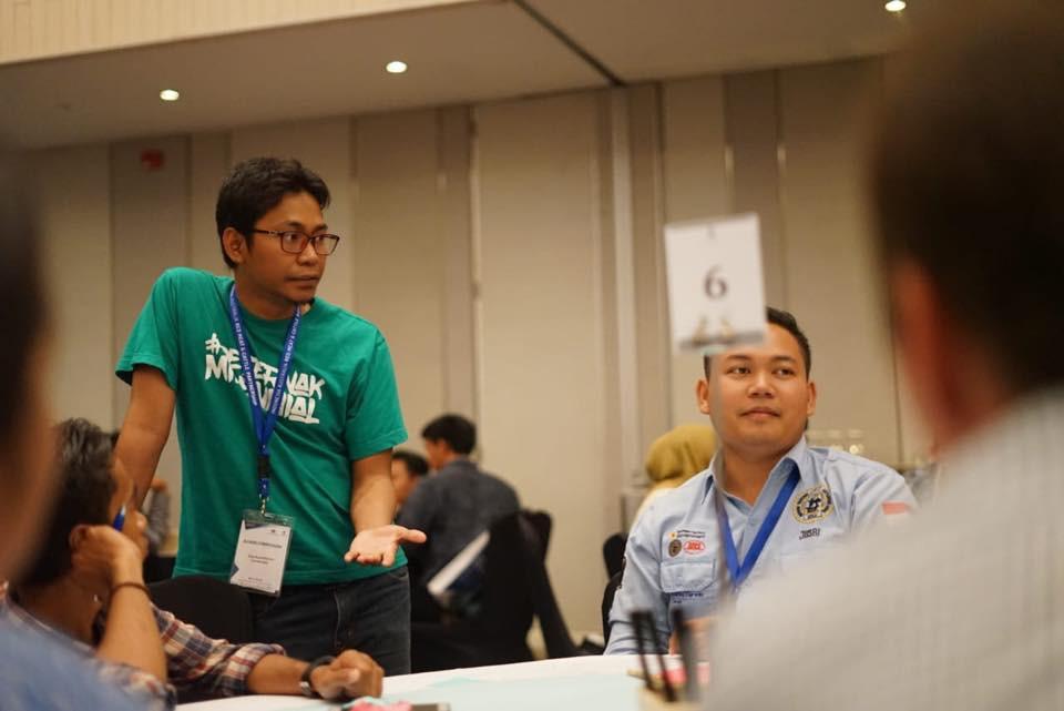 Dalu Nuzul Kirom, CEO Ternaknesia, bukan cuma sekedar mengawasi, tapi sebagai teman diskusi para peserta workshop.