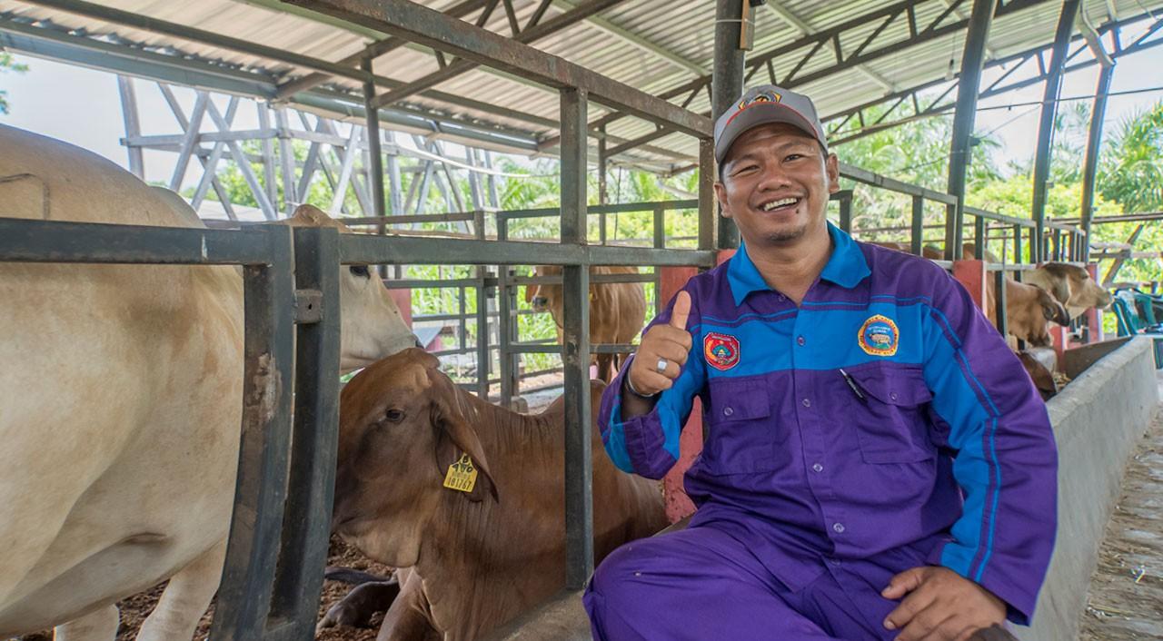 Syahrian the head of P4S—Karya Baru Mandiri next to his cow shed